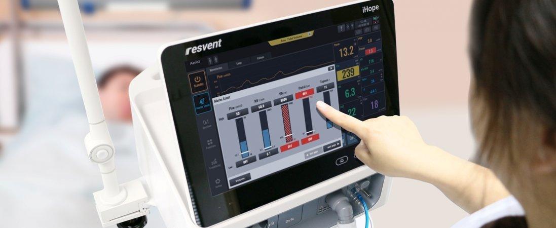 В Україні медиків вимагають навчити працювати з апаратами ШВЛ через онлайн-уроки