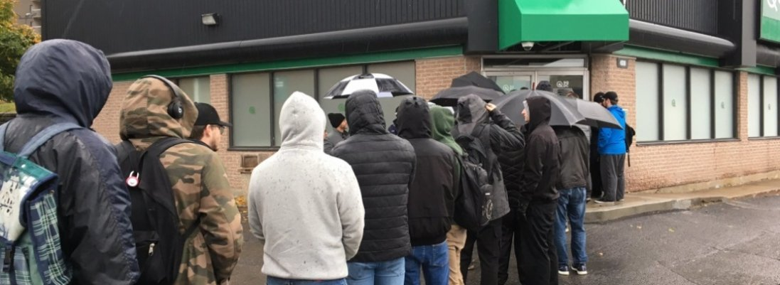 «Вірус паніки»: у Луцьку до магазинів утворилися великі черги