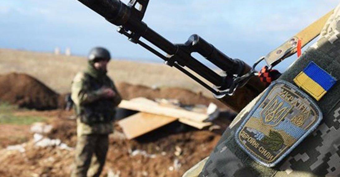На Сході тривають обстріли, поранили українського військового