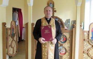 Багато років пиячив, позбувся цієї залежності і нині як священник допомагає іншим