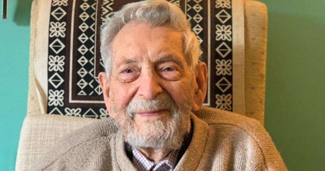 Найстаріший чоловік на Землі хворий на коронавірус