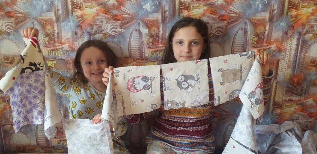 На Харківщині  11-річна дівчинка пошила та роздала  більше 2 тисяч масок