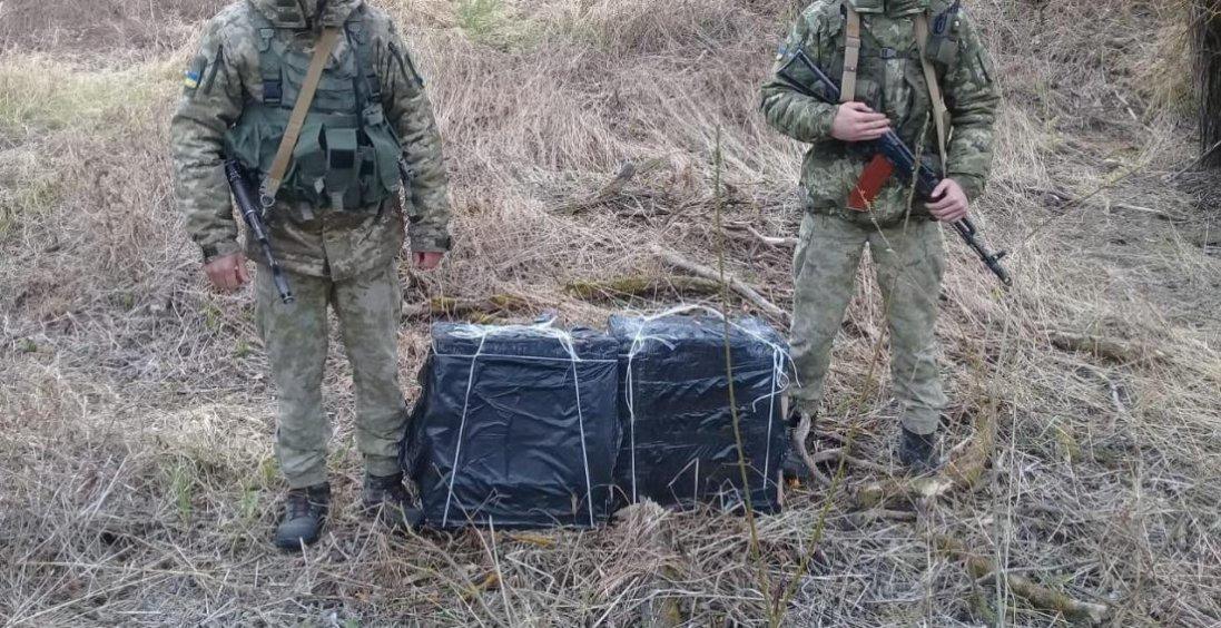 Стрілянина, човен та 40 ящиків цигарок: на Волині ловили контрабандистів