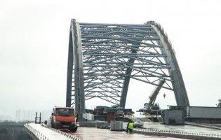 У Києві вітер зірвав риштування на недобудованому мосту
