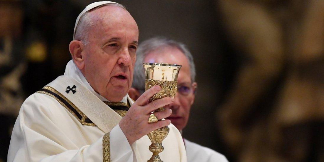 Папа Римський назвав шотландське віскі «справжньою святою водою»