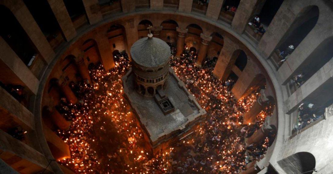 У Єрусалимі в храмі Гробу Господнього зійшов благодатний вогонь