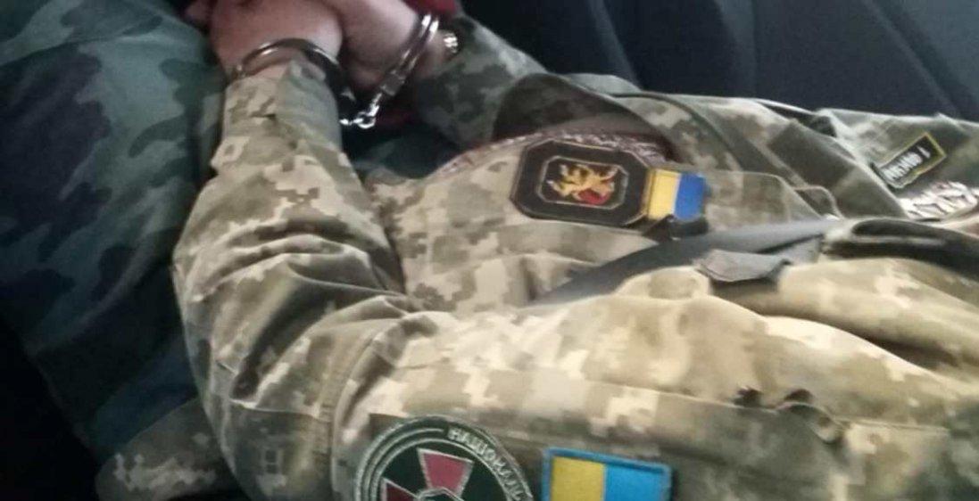 У Польщі чоловік  видавав себе за генерала ЗСУ та мав нелегальну зброю