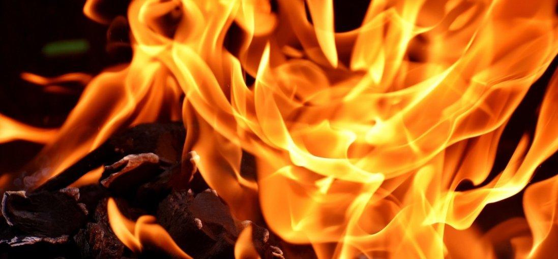 У селі на Рівненщині намагалися спалити авто поліцейських