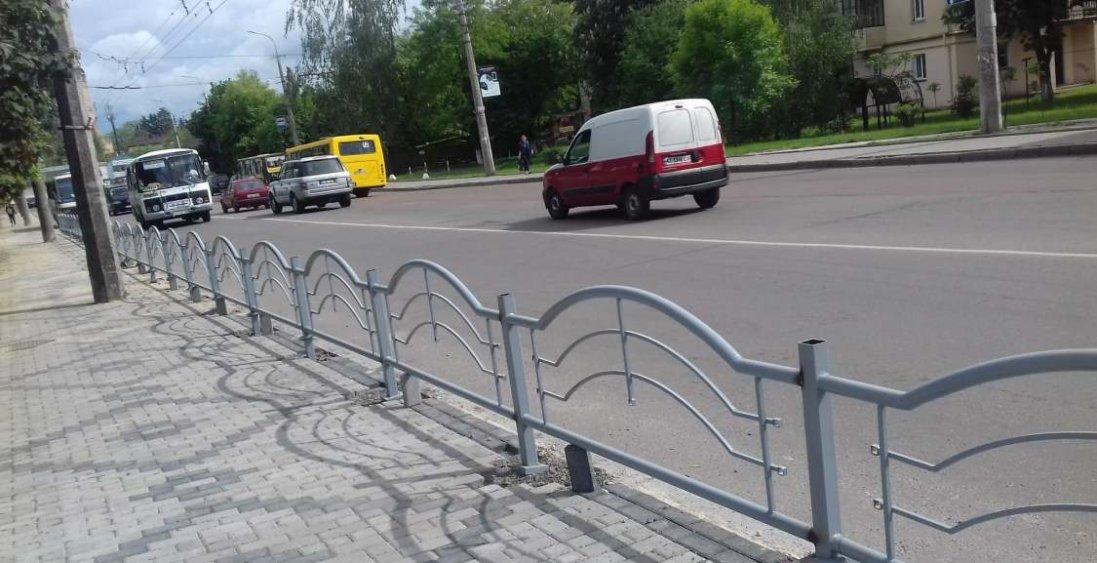 У Луцьку встановлять нові металеві турнікети