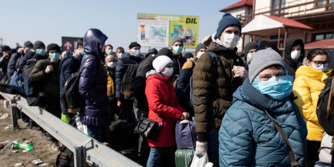 Українських заробітчан не випускатимуть за кордон на роботу