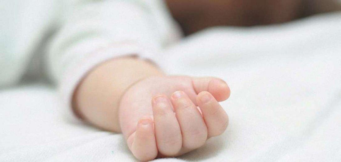 На Дніпропетровщині вітчим до смерті забив немовля