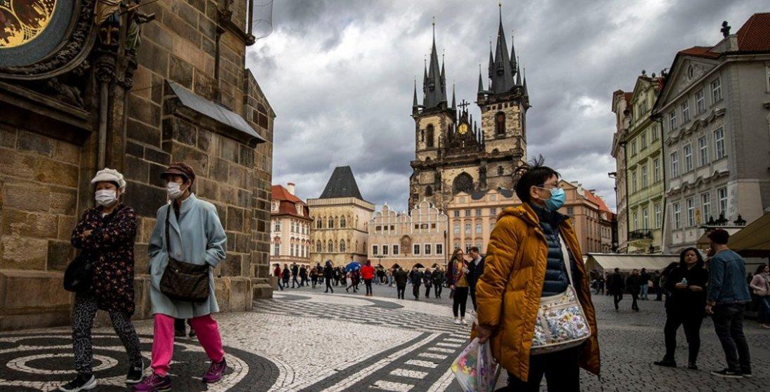 В Чехії скасовують карантин: запрацюють магазини, перукарні, ресторани