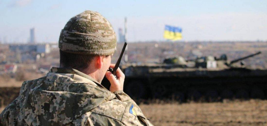 На Луганщині поранили військового