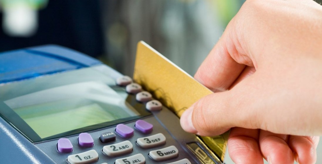 В Україні масово перевірять банківські картки: хто і скільки отримав