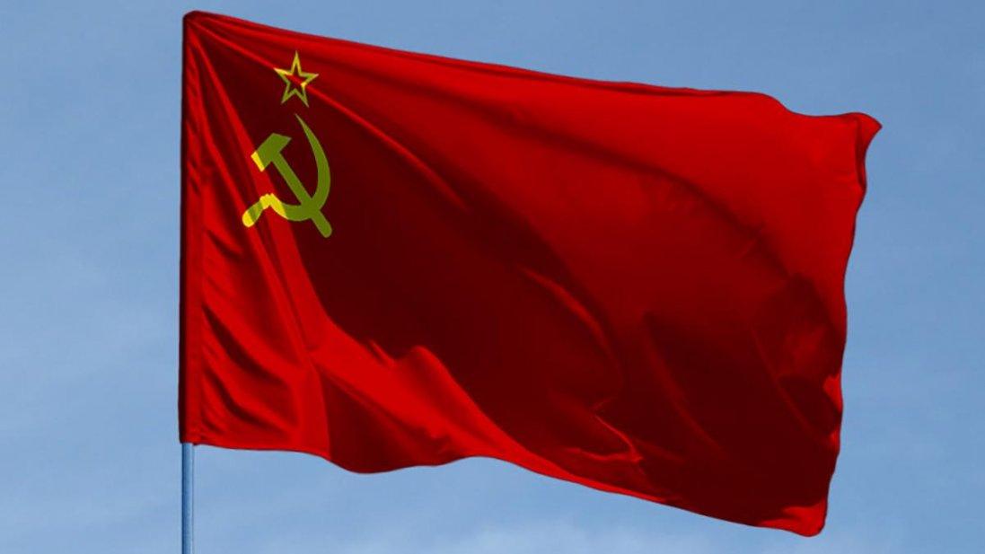 На Одещині чоловік вивісив на будинку радянський прапор