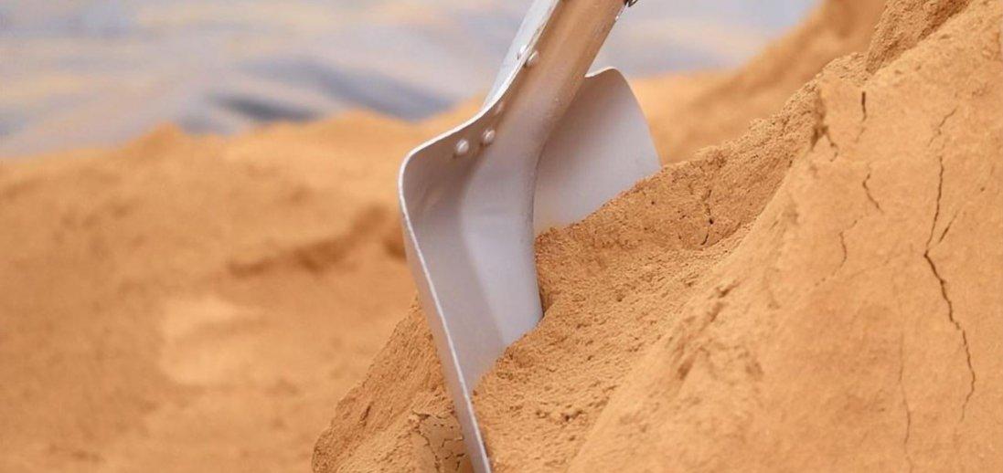 На Харківщині дітей засипало піском: загинула восьмирічна дівчинка
