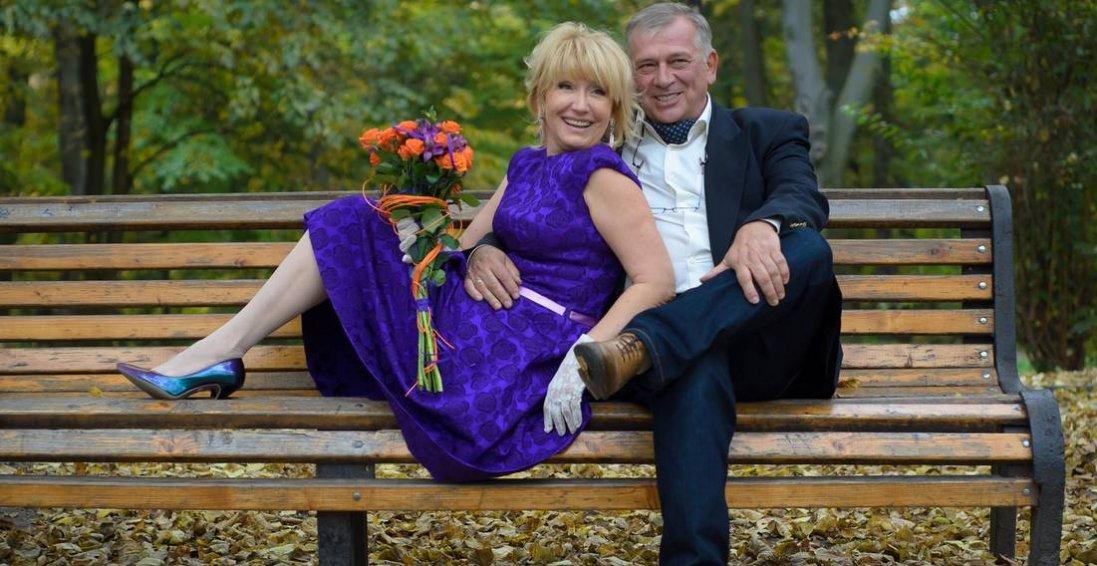 30 років догоджала чоловікові, аби в 50 розлучитися, розквітнути і врешті знайти справжнє кохання