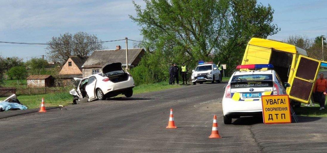 Біля Луцька - смертельна аварія, авто зіткнулися лоб в лоб