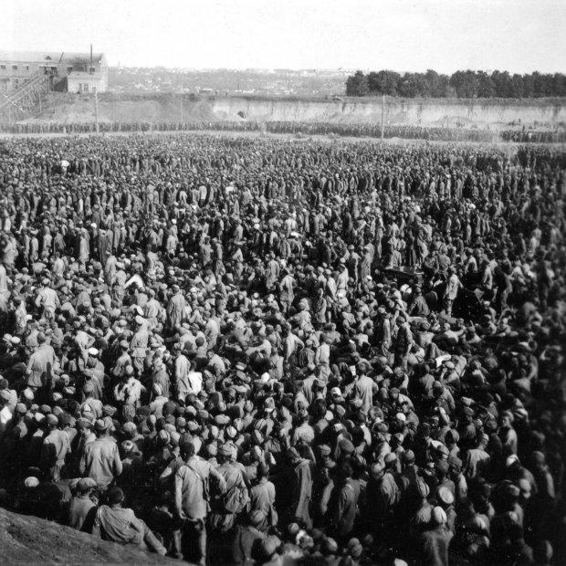 Полонені червоноармійці в таборі Уманська Яма, 1941 рік /Фото: memory.gov.ua