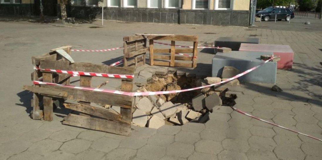 У Луцьку на Лесі Українки утворилося провалля