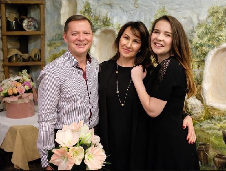 Олег Ляшко з дружиною і дочкою