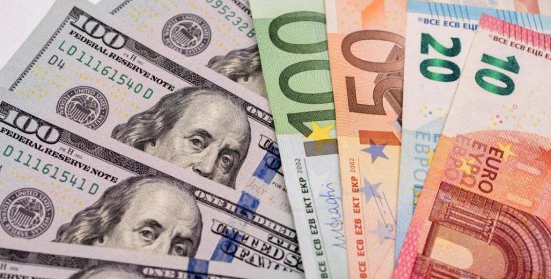 Чи варто зараз купляти долари в Україні