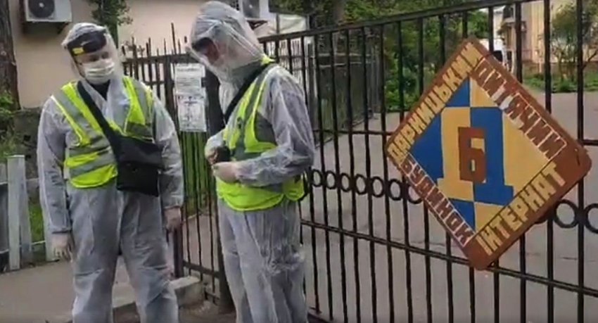 Правоохоронці взяли під охорону Дарницький будинок-інтернат та контролюють режим пропуску