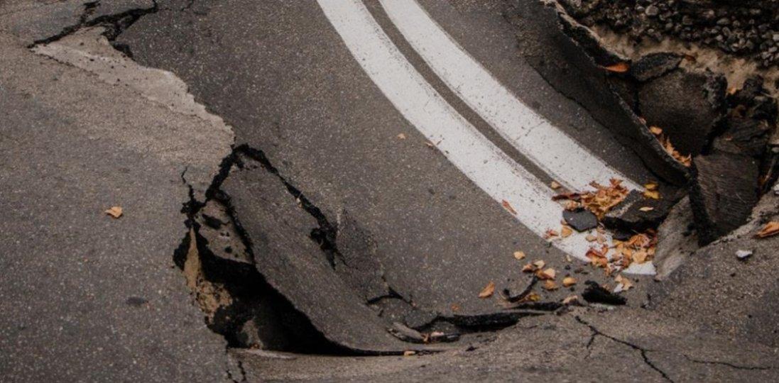 «Абсолютно проїзний»: на Львівщині провалилась частина мосту