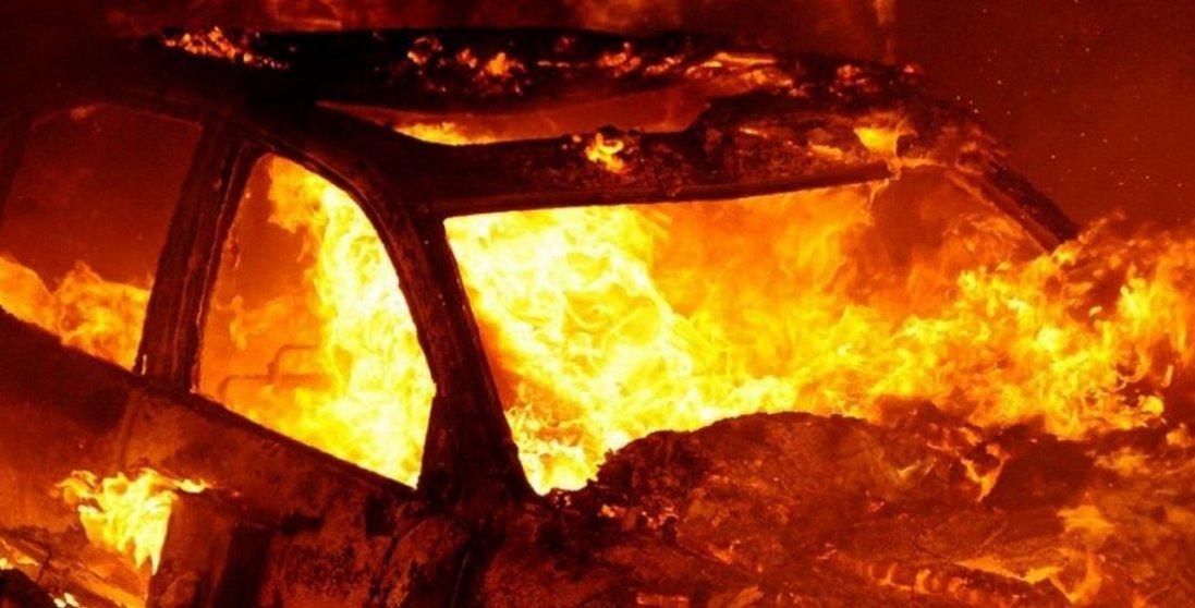 У Рівненській області підприємцю підпалили авто