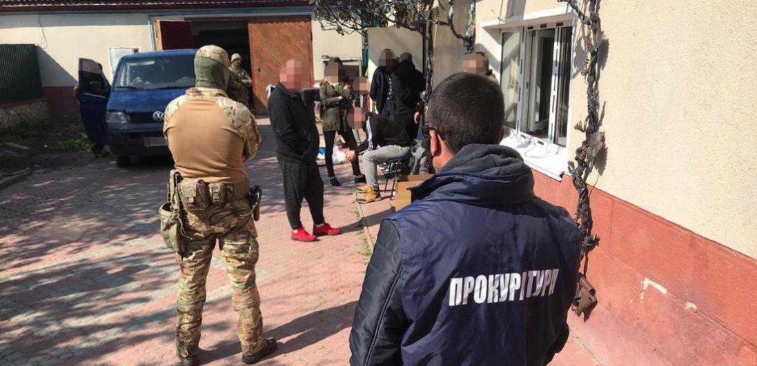 Під виглядом реабілітаційних центрів на Тернопільщині та Рівненщині катували людей
