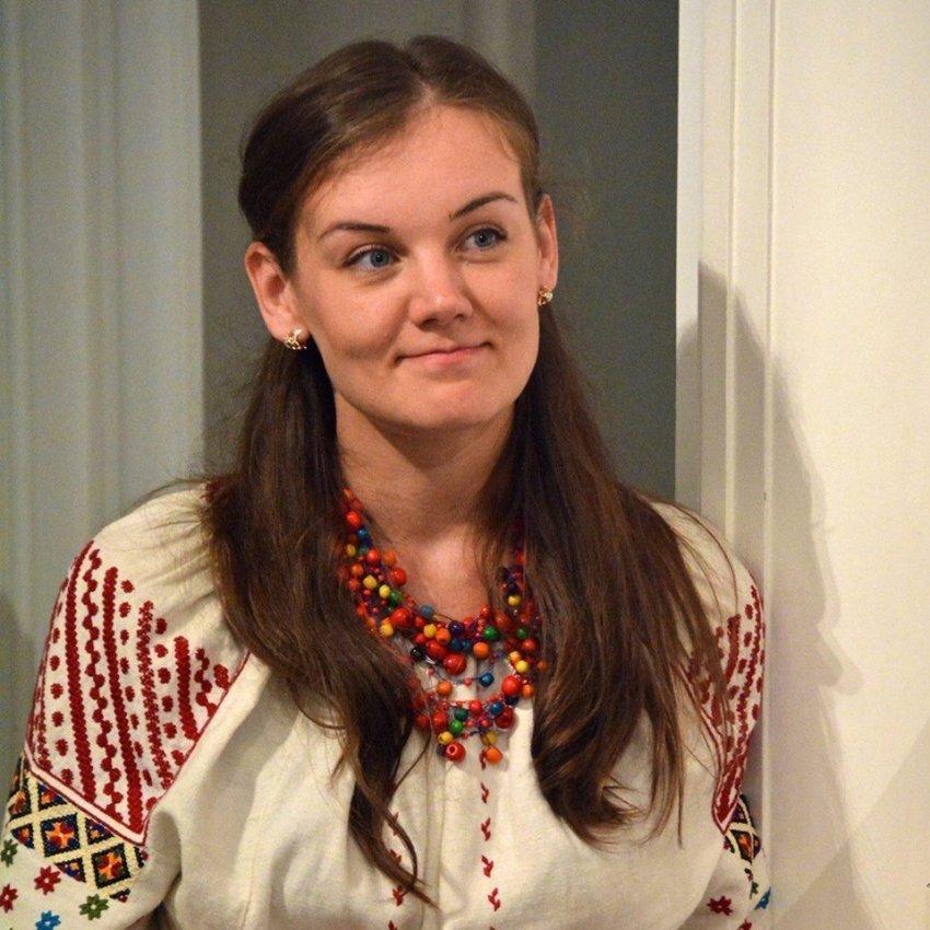 Леся Воронюк у вишиванці