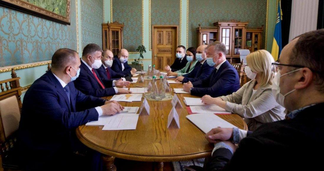 Коронавірус в Україні: в Чернівецьку область передали санітарний вертоліт