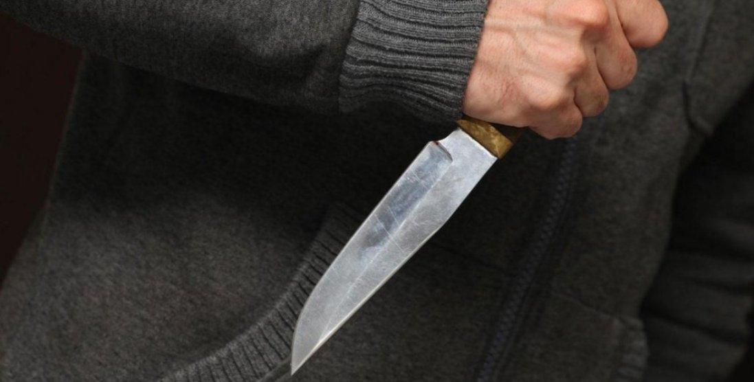 Пістолет, ніж і телескопічний кийок: у Луцьку затримали хлопця