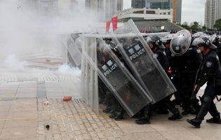 У Гонконгу поліція розігнала мітинг сльозогінним газом
