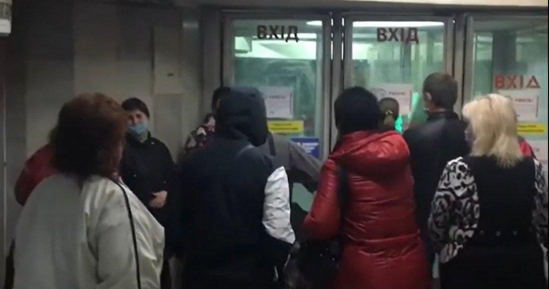 У Харкові відкрили метро і люди миттю забули про карантин