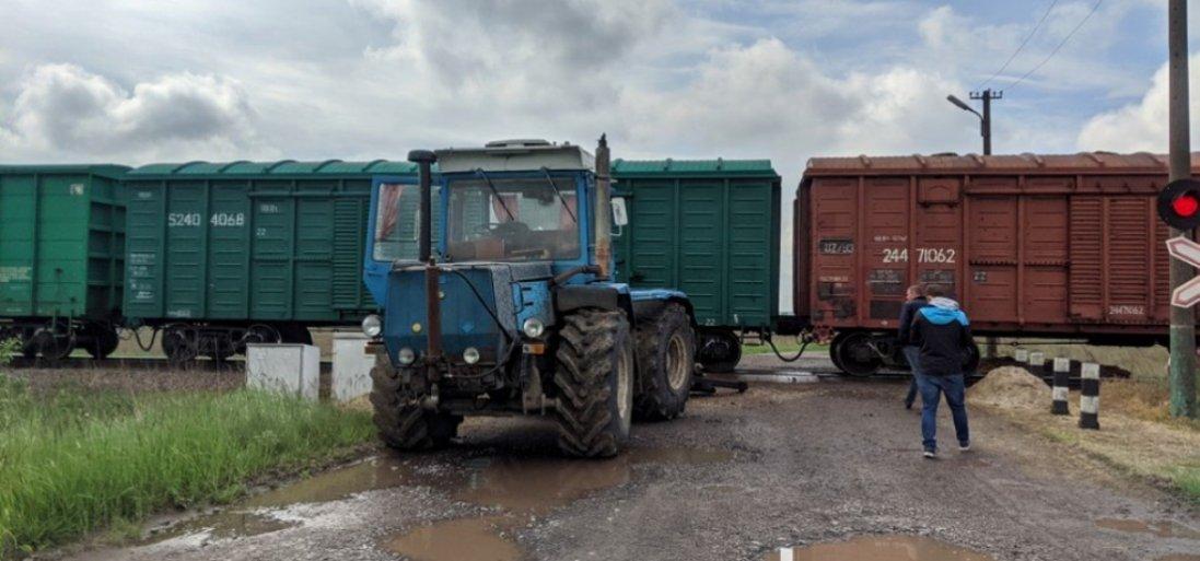 На Волині потяг протаранив трактор