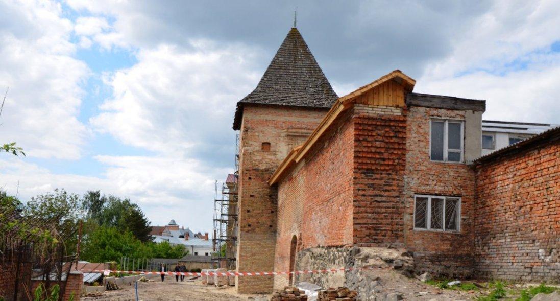 У Луцьку реставрують історичні локації: що зробили