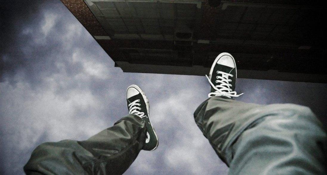У Києві через проблеми з роботою з восьмого поверху вистрибнув чоловік