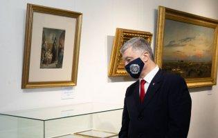 Виставка картин Порошенка: слідчі ДБР виламали двері музею