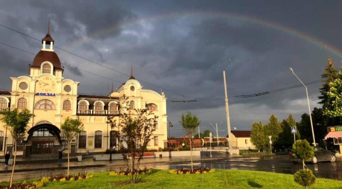 Фото дивовижної веселки над Луцьким вокзалом