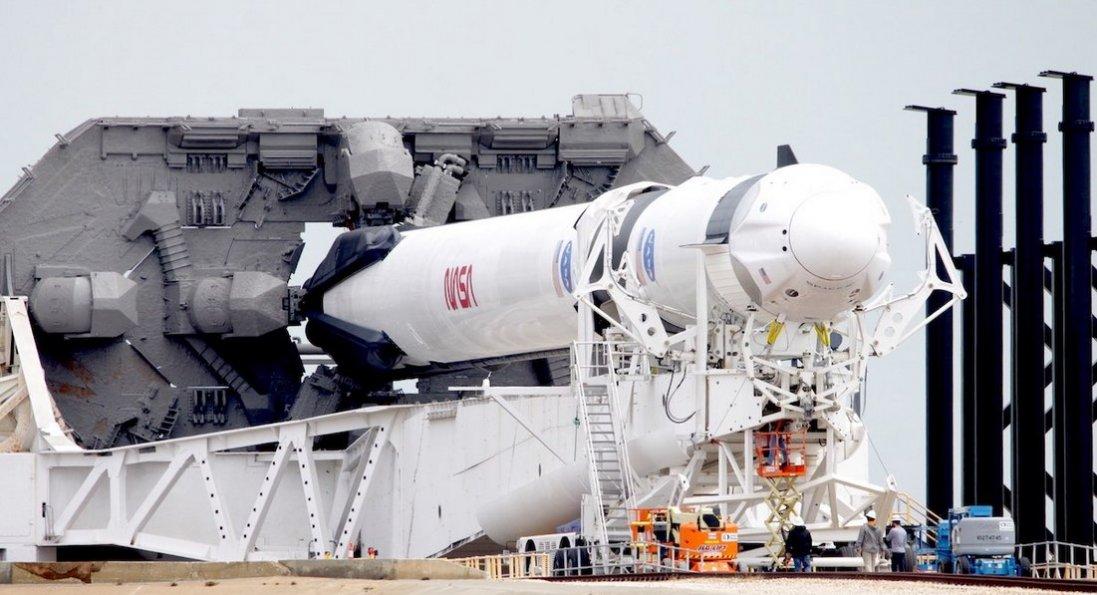 Чому скасували запуск корабля Dragon Crew компанії Ілона Маска