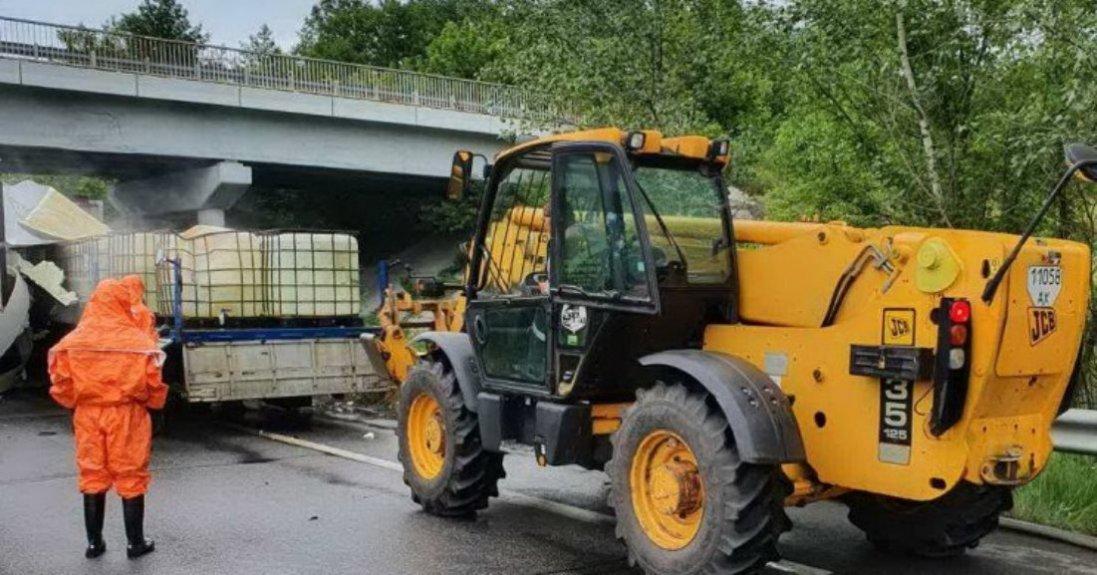 ДТП на Харківщині: стався масштабний витік соляної кислоти