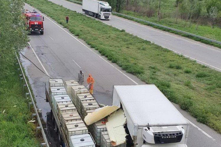 На Харківщині рятувальники ліквідували витік соляної кислоти