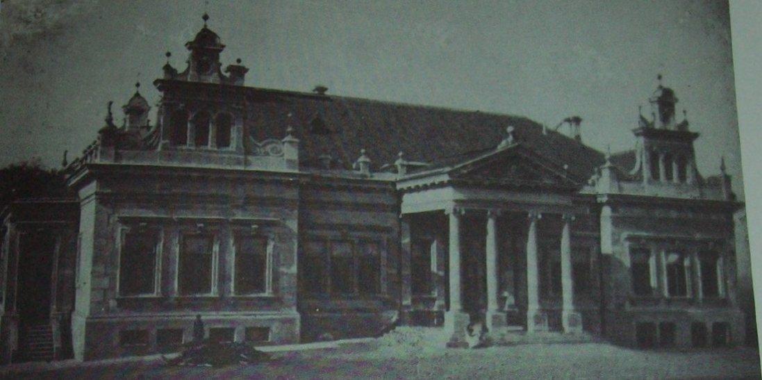 Палац в Несвічі біля Луцька на фото початку ХХ ст.