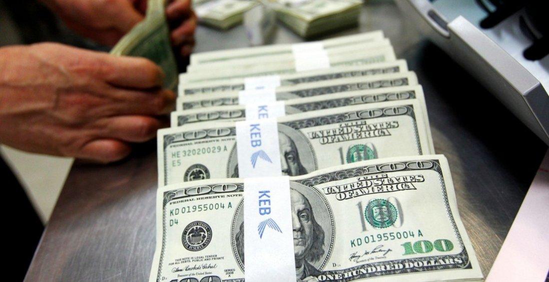 З повним рюкзаком доларів: на кордоні затримали українця