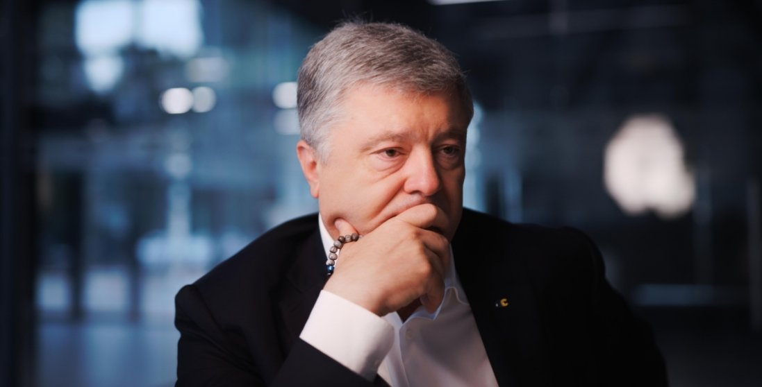 У Києві суд дозволив примусово привести Порошенка на допит