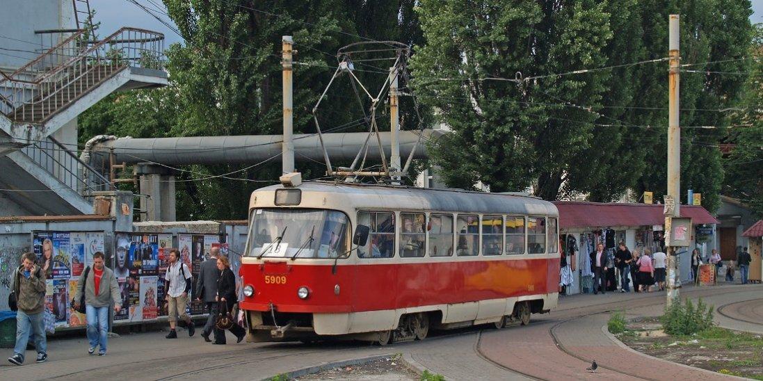 У Києві водієві трамваю дісталося на горіхи за зауваження щодо масок