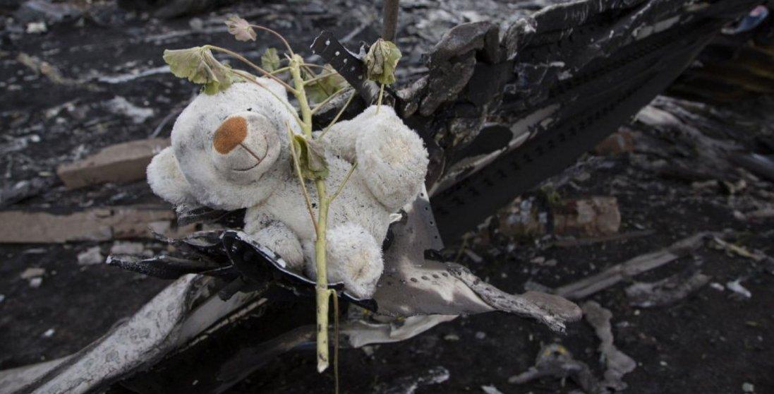 У тілах екіпажу збитого Boeing над Донбасом знайшли осколки російської ракети