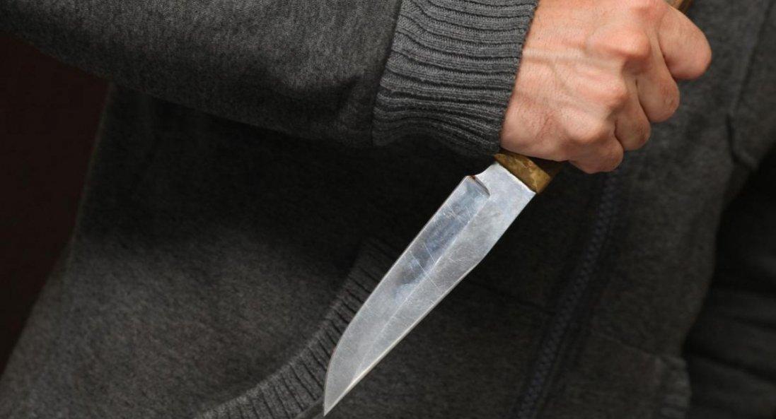 У Львівській області бабуся порізала ножем онука