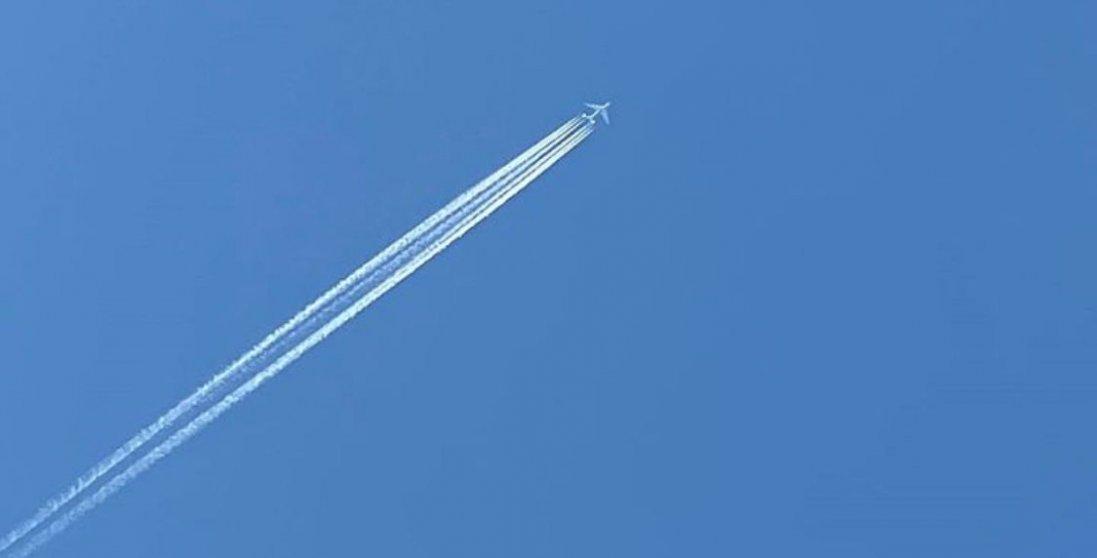 У небі над Ківерцями побачили найбільший в світі літак